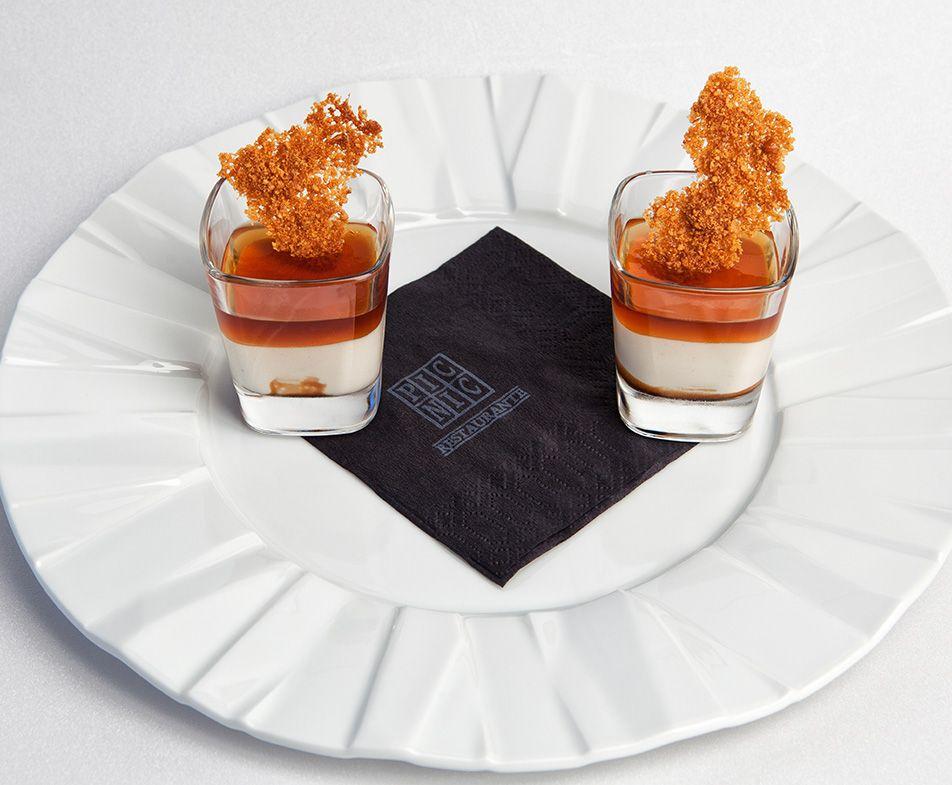 Vasito de Crema de Queso al Foie con Frambuesa, Geleé de Pedro Ximénez y Maní Caramelizado